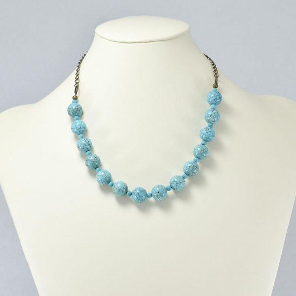 Collar de magnesita y perlas color turquesa