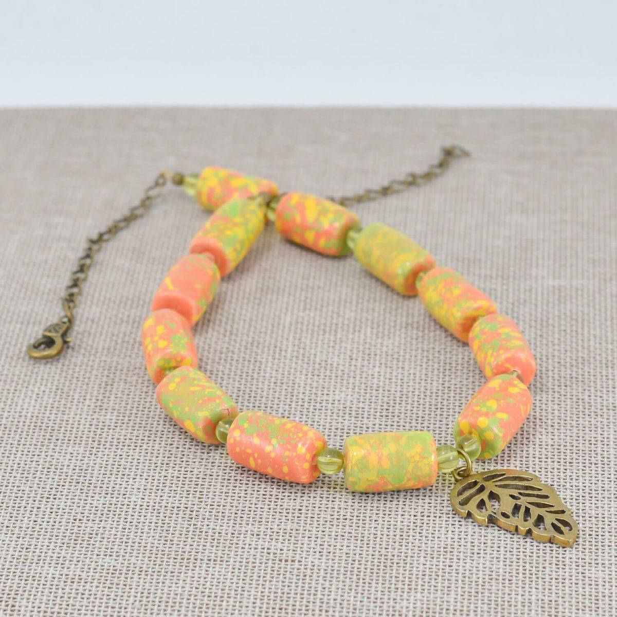 Collar de abalorios multicolor