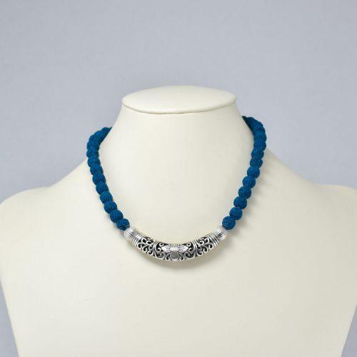 Collar de piedra volcánica azul con plateado
