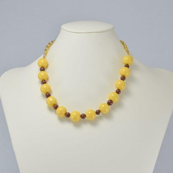 Collar de perlas de cerámica amarillas