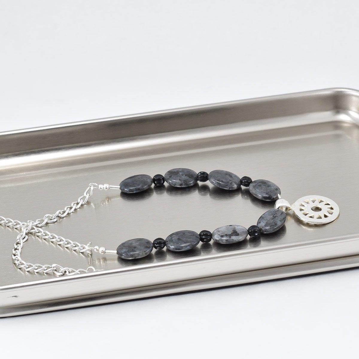 Collar de piedras grises jaspeadas y pendiente plateado