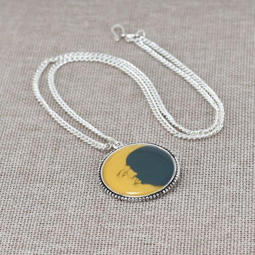 Collar con pendiente de luna