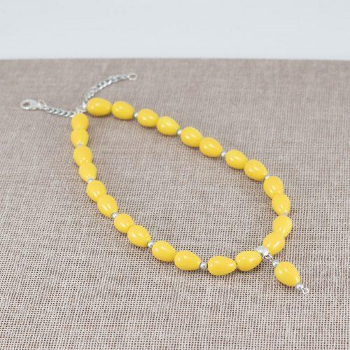 Collar de cerámica amarilla