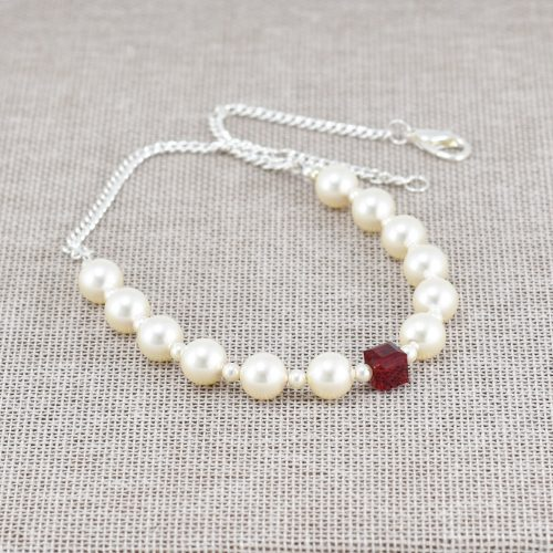 Collar de perlas blancas y cubo de cristal Swarovski