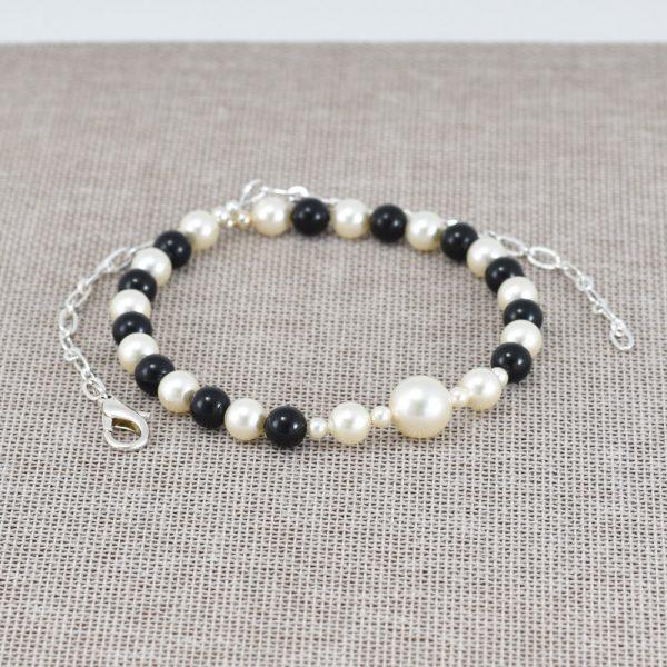 Collar de perlas Swarovski blancas y negras