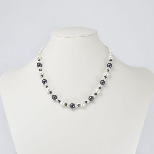 Collar de perlas Swarovski negras y blancas