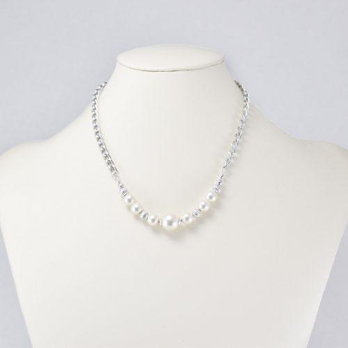 Collar de perlas Swarovski y acentos plateados