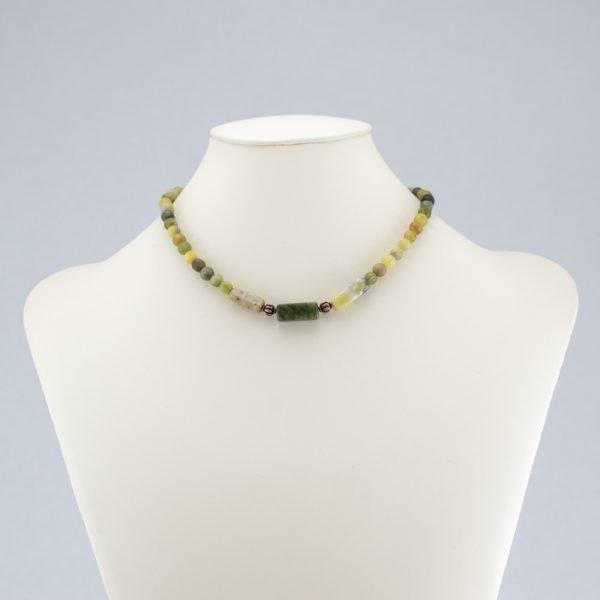 Collar de serpentina verde y jade