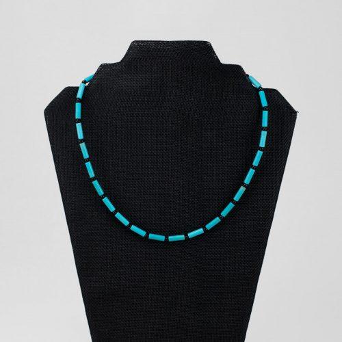 Collar de magnesita turquesa con negro