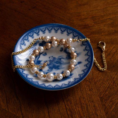 Collar de perlas Swarovski doradas y blancas