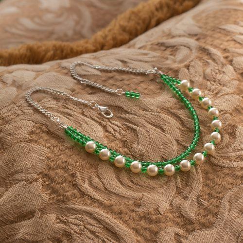 Collar de perlas Swarovski y cuentas verdes