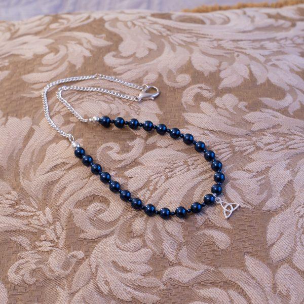Collar de perlas azul oscuro