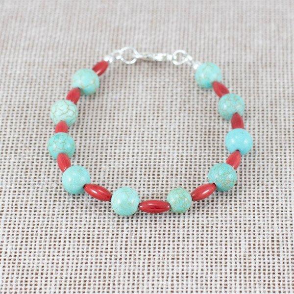 Pulsera de magnesita turquesa y coral rojo