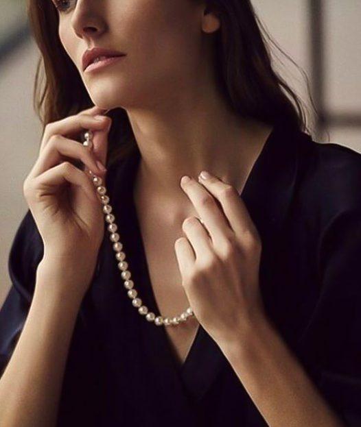 Tu guía definitiva de tamaños de collares para mujer